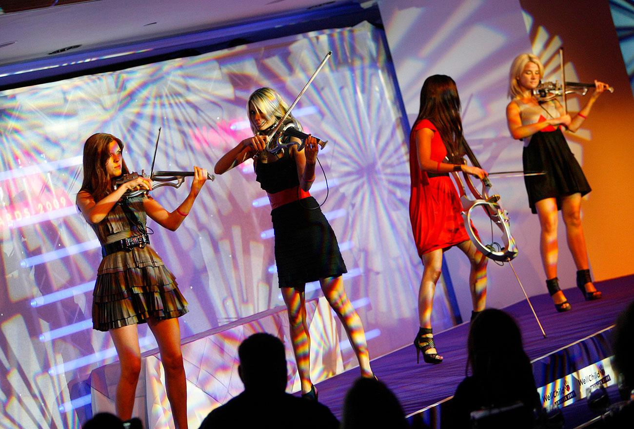 Escala-play-at-WellChild-Awards-2009